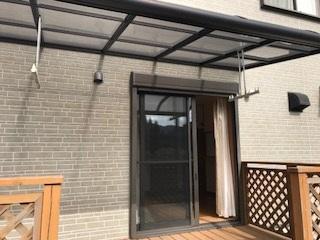 ウッドデッキは屋根つきですので雨の日でも大丈夫です